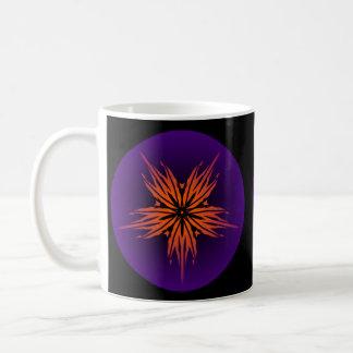 Orange brennende Flammen-Blume in der lila Kaffeetasse