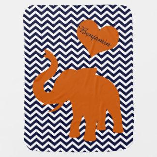 Orange Elefant mit blauem Zickzack Puckdecke