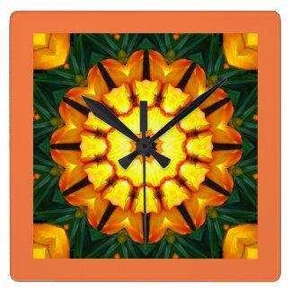 Orange gelbe Iris-Natur, Blume-Mandala 002 Quadratische Wanduhr