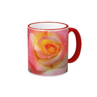 Orange, gelbe und rosa ringer tasse
