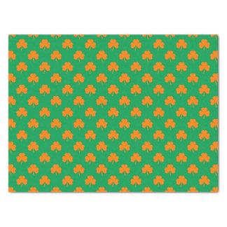 Orange Herz-Kleeblätter auf irischem grünem St Seidenpapier
