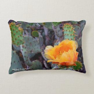 Orange Kaktus-Blüten-Foto der stacheligen Birne Dekokissen