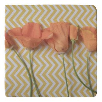 Orange Kalifornien-Mohnblumen auf Zickzack Töpfeuntersetzer