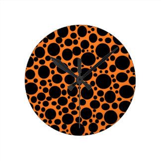 Orange Meer der schwarzen Blasen-Uhr