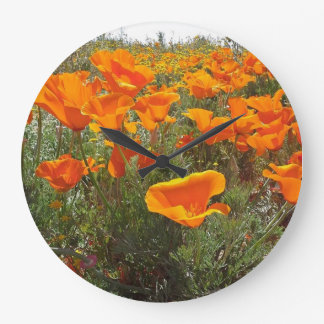 Orange Mohnblumen-Feld der Blumen Große Wanduhr