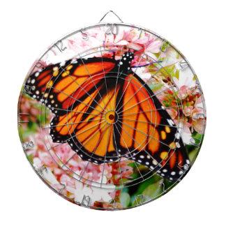Orange Monarch auf rosa Blumen Dartscheibe