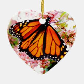 Orange Monarch auf rosa Blumen Keramik Herz-Ornament