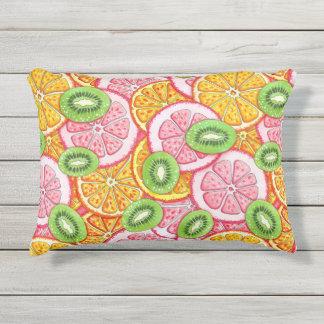 Orange Pampelmuse und Kiwi des Sommermusters Kissen Für Draußen