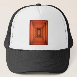 Orange Planken Hall und Tür Truckerkappe