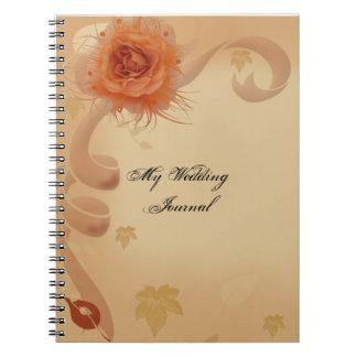Orange Rose in der Hochzeit im Herbsts-Zeitschrift Notizblock