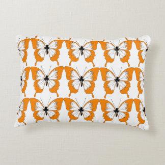 Orange u. weißes Schmetterlingskissen Zierkissen