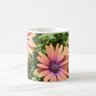 Orange und lila Blumen Kaffeetasse