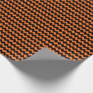 Orange und schwarze Zickzack Streifen Geschenkpapier
