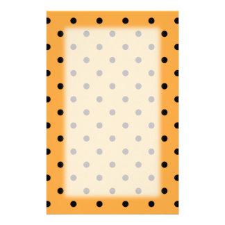 Orange und schwarzes Tupfen-Muster Individuelle Druckpapiere