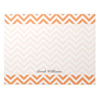 Orange und weißer Zickzack Stripes Zickzack Muster Notizblock