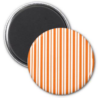 Orange vertikaler Nadelstreifen Runder Magnet 5,7 Cm