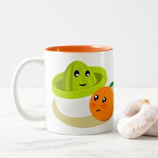 Orangensaft (Orange und Quetscher) Zweifarbige Tasse