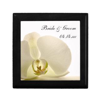 Orchidee auf weißen Hochzeits-Geschenkboxen Kleine Quadratische Schatulle