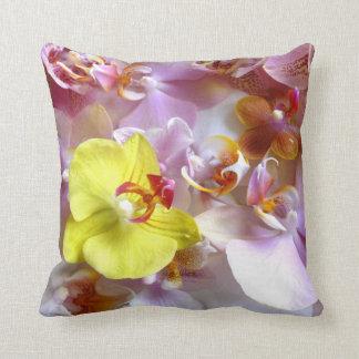 Orchideen-rosa gelbes weißes Blume Throwkissen Kissen