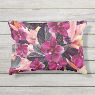 Orchideen. Tropischer Entwurf mit schönen Blumen Kissen Für Draußen
