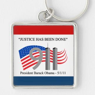 Osama bin Laden tot - Gerechtigkeit ist erfolgt wo Silberfarbener Quadratischer Schlüsselanhänger