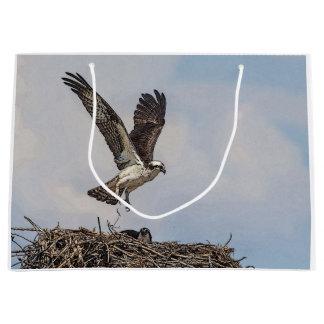 Osprey in einem Nest Große Geschenktüte
