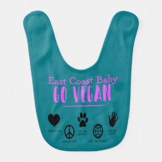Ostküsten-Baby gehen für den Lätzchen