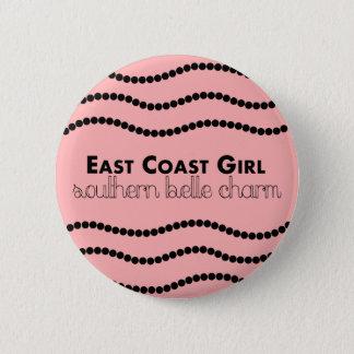 Ostküsten-Mädchen mit südlichem Schönheits-Charme Runder Button 5,1 Cm
