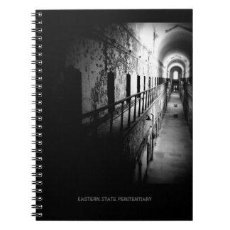 OstStaats-Gefängnis-Korridor - B&W Notizblock