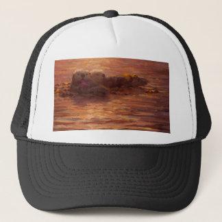 Otter, die am Sonnenuntergang schwimmt mit Kelp Truckerkappe