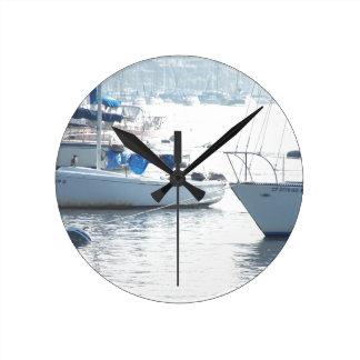 Ozean-Segeln-Segelboot-Boots-Hafen-Seejachthafen Runde Wanduhr