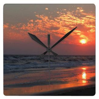 Ozean-Sonnenuntergang - Eichen-Insel, NC Quadratische Wanduhr