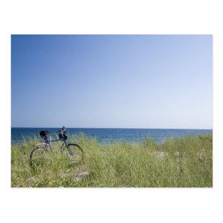 Ozean und Horizont mit klarem blauem Himmel Postkarte