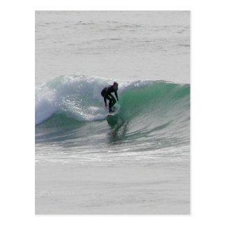 Ozean-Wellen, die Surfer surfen Postkarte