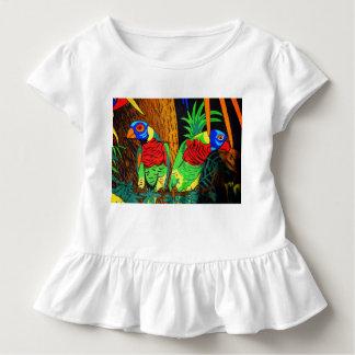 Paare der bunten Parakeets Kleinkind T-shirt