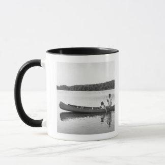 Paare in einem Kanu Tasse