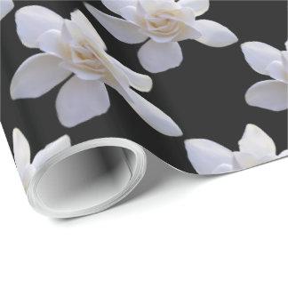 Packpapier - Gardenia auf Schwarzem