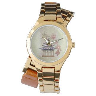 Pagoden-Rosen-Mischmedien orientalisch Uhr