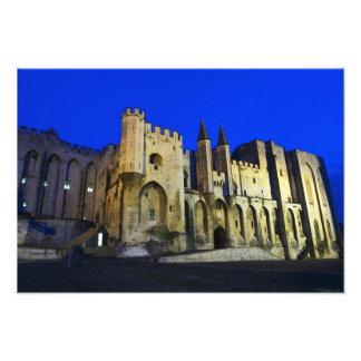 Palace des Papstes in Avignon am Sonnenuntergang.  Fotografischer Druck