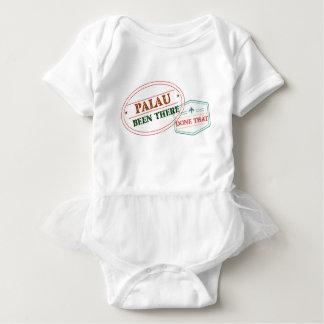 Palau dort getan dem baby strampler