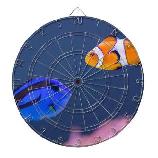 Palettensurgeonfish- und -clownfischschwimmen dartscheibe