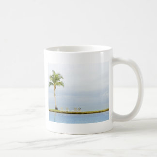 Palme durch einen Swimmingpool Kaffeetasse