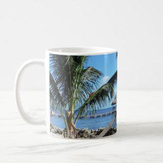 Palmen und Pier in Belize Kaffeetasse