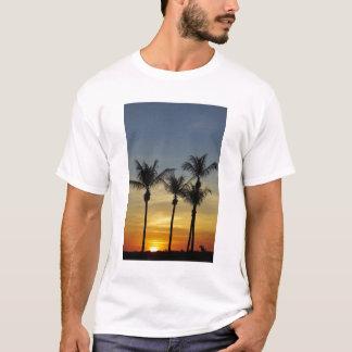 Palmen und Sonnenuntergang, Mindil Strand, Darwin T-Shirt