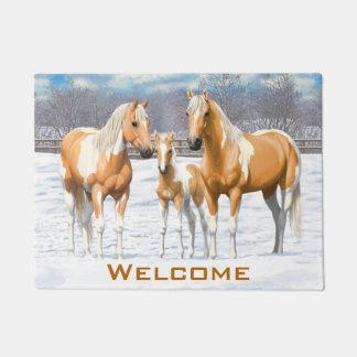Palomino-Farben-Pferde im Schnee Türmatte