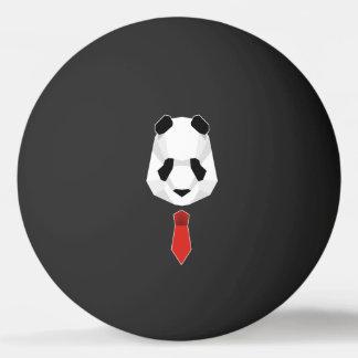 Panda, der eine Krawatte trägt Tischtennis Ball