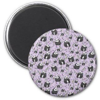 Pandas in Lila Runder Magnet 5,7 Cm