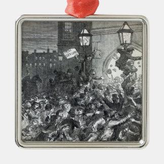 Panieren Sie Aufstand am Eingang zum Haus Quadratisches Silberfarbenes Ornament