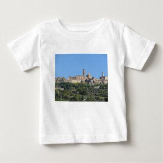 Panorama von Volterra Dorf. Toskana, Italien Baby T-shirt