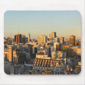 Panoramablick von Stadtbild an der Dämmerung Mousepad